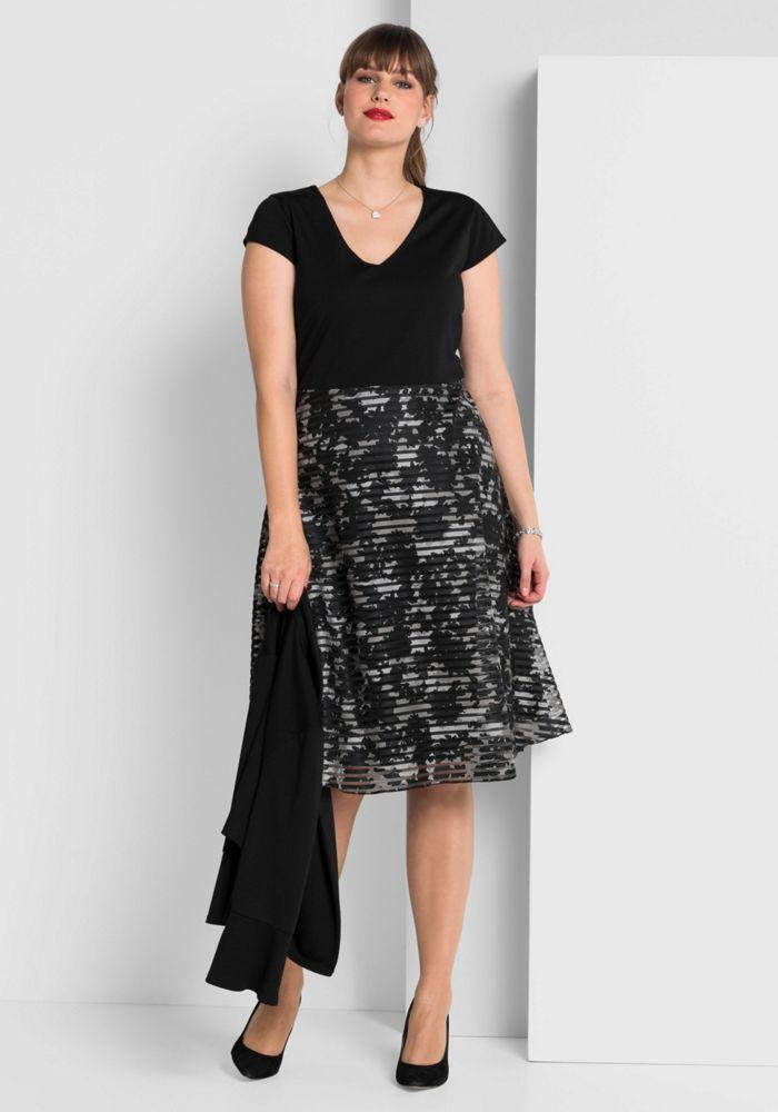gro e gr en kleid mit schwingendem rockteil schwarz brautmutterkleider. Black Bedroom Furniture Sets. Home Design Ideas